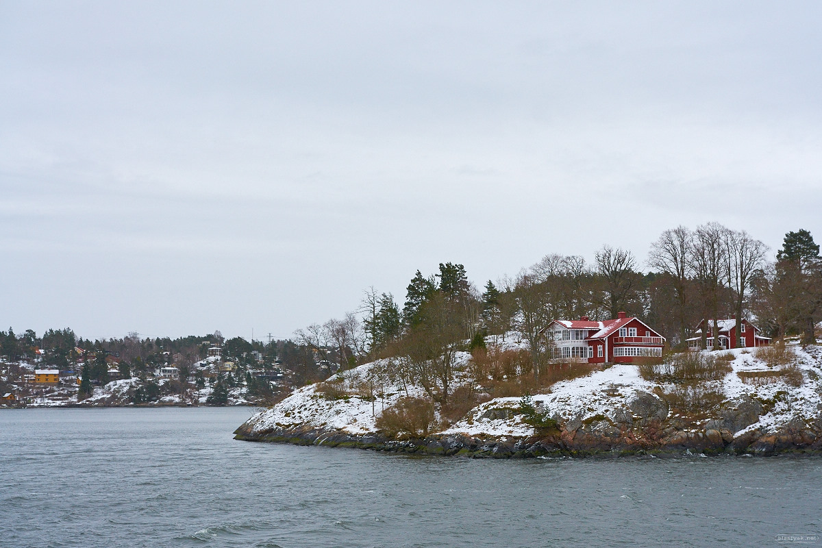 I love these red houses - this one is on the way to Vaxholm