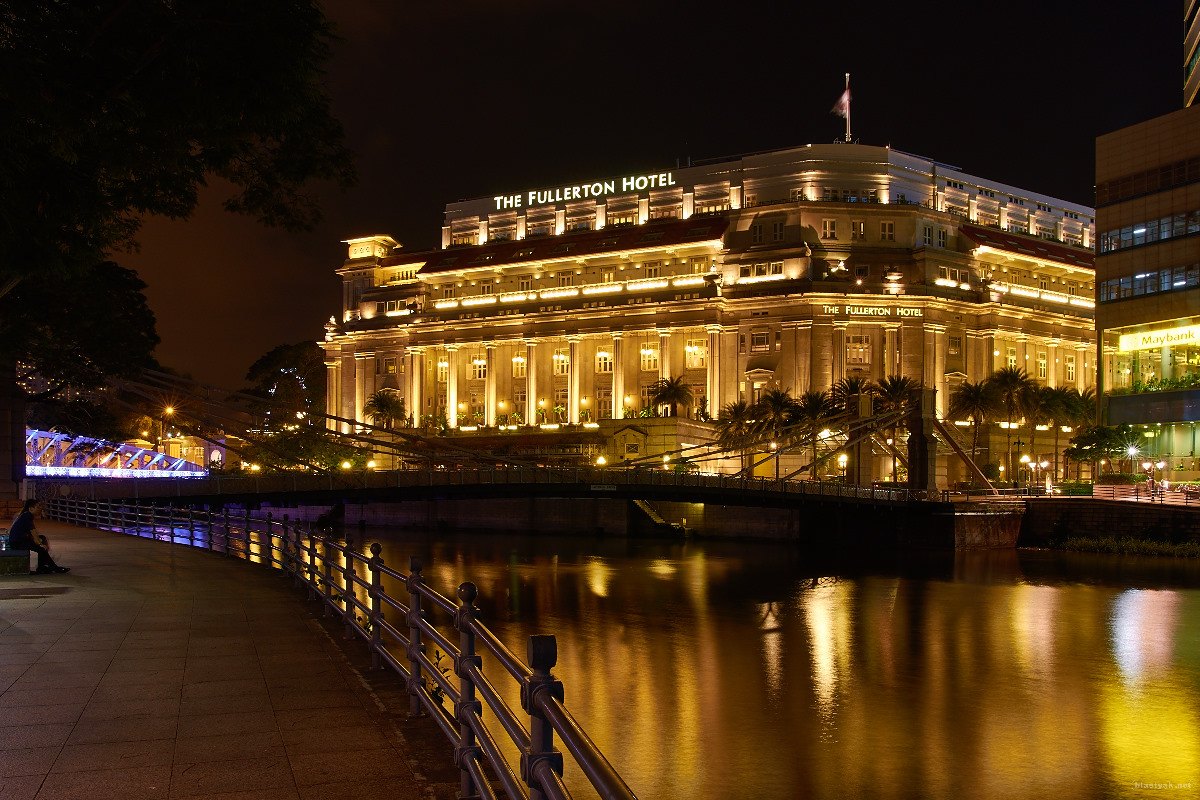 The Fullerton hotel @ night