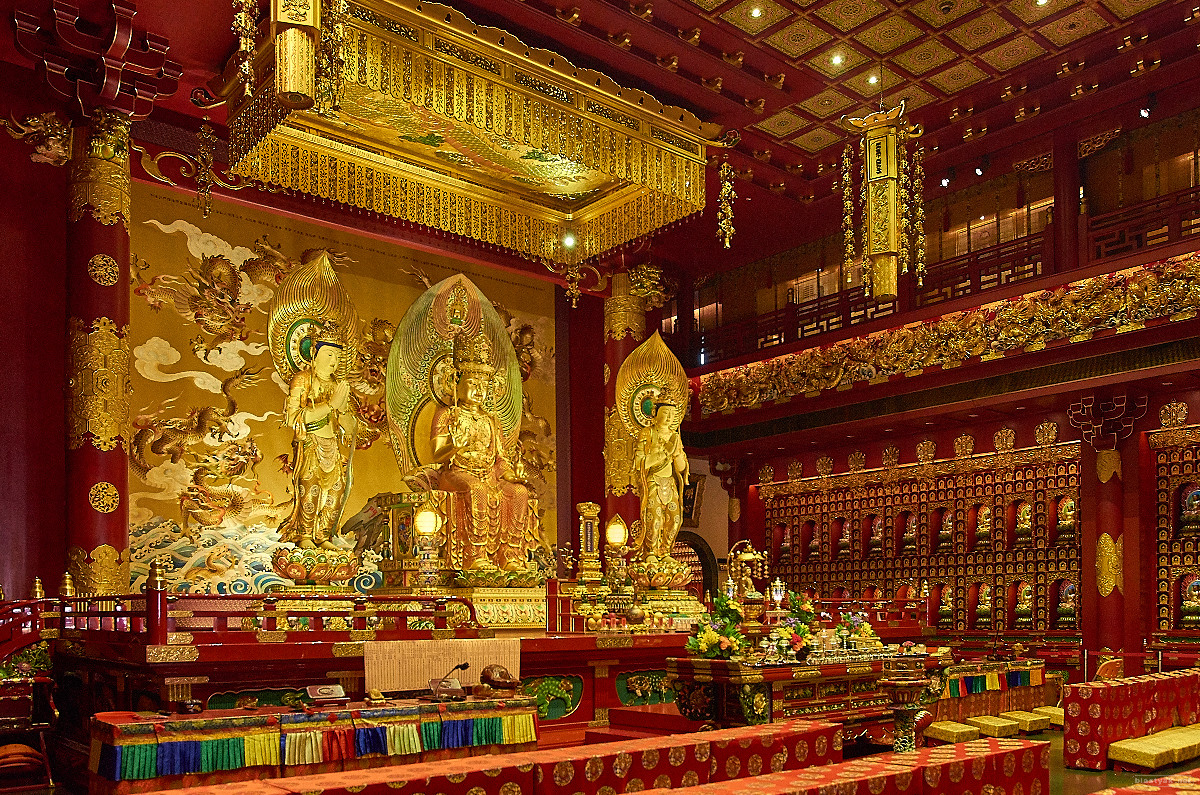Buddha Tooth Relic Temple from the inside